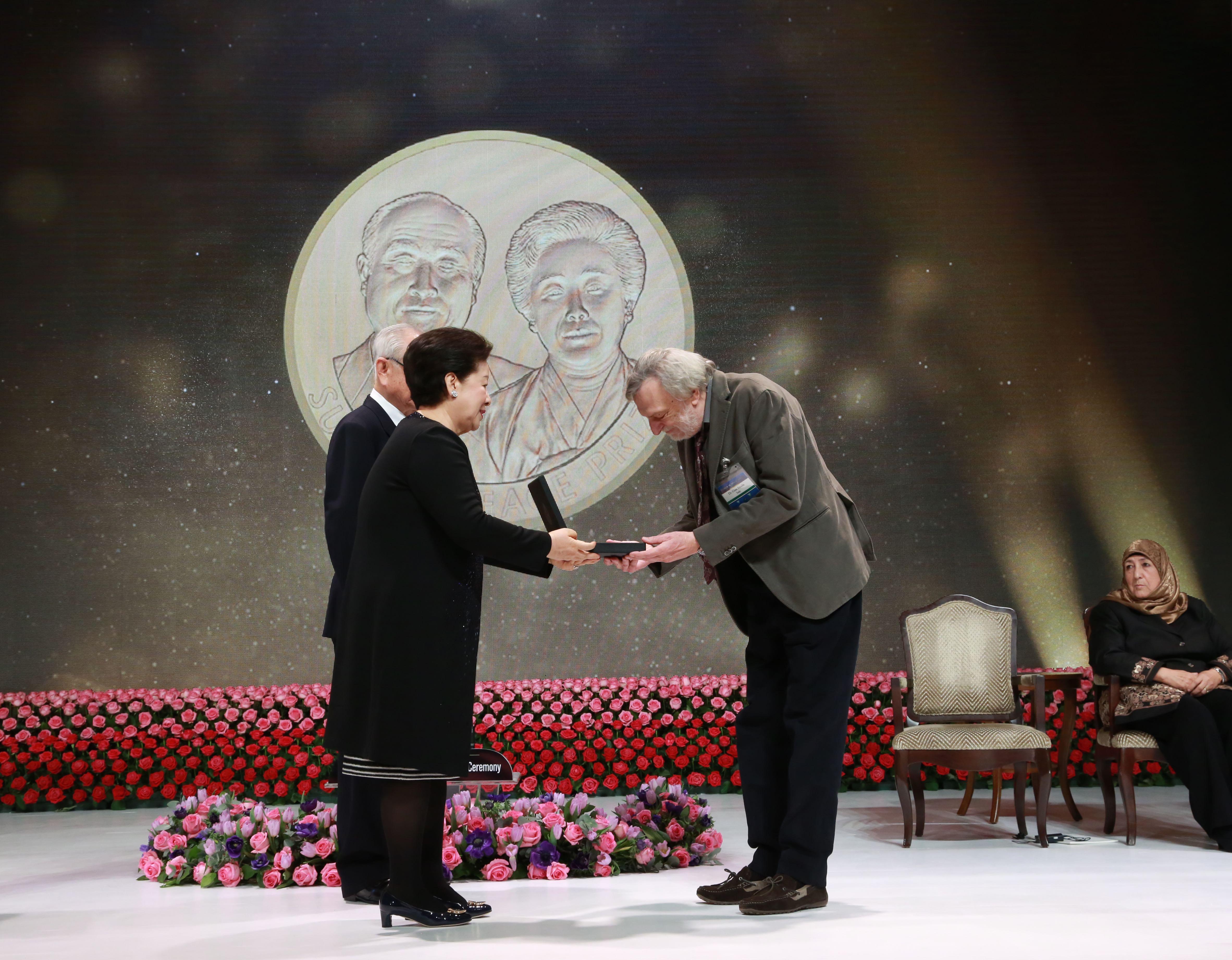 EMERGENCY Founder Gino Strada Receives 2017 Sunhak Peace Prize